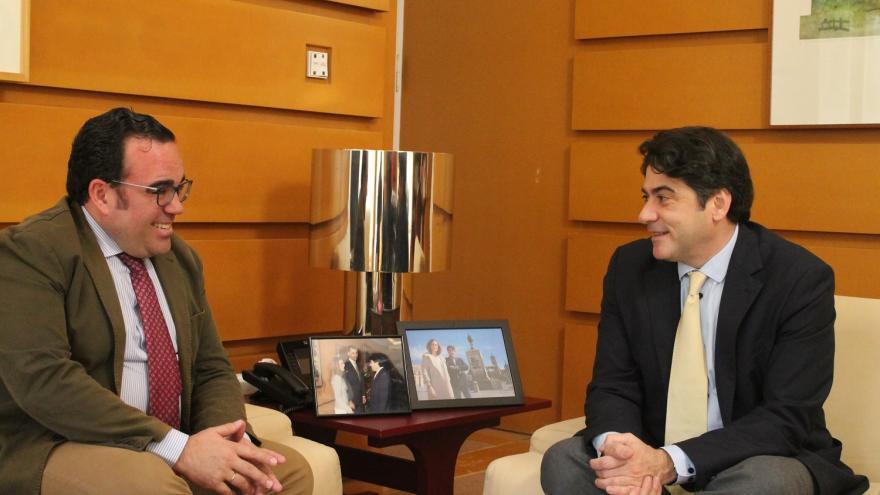 David Pérez reunido con el alcalde de Boadilla del Monte