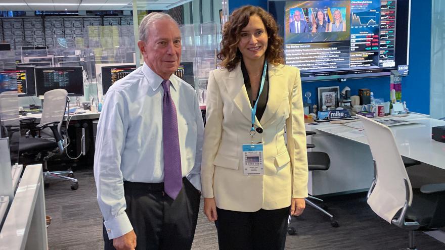 La presidenta junto al CEO de Bloomberg