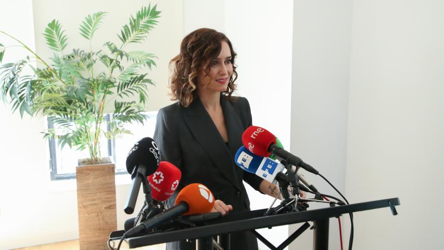 Primer plano de la presidenta interviniendo ante los medios