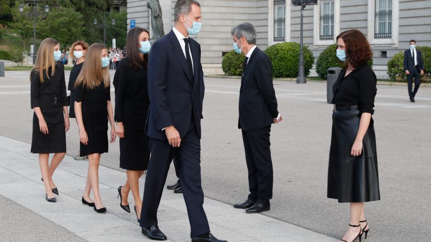 Isabel Díaz Ayuso  junto a SSMM los Reyes