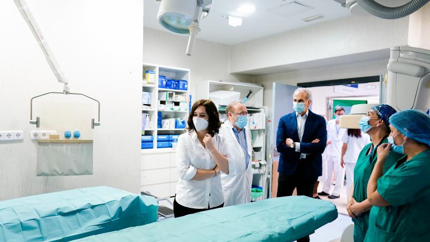 Isabel Díaz Ayuso durante su visita al Hospital Universitario La Paz
