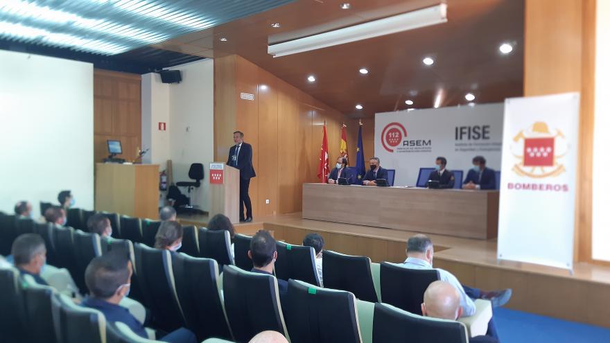 Enrique López durante la inauguración del curso de acceso al Cuerpo de Bomberos regional
