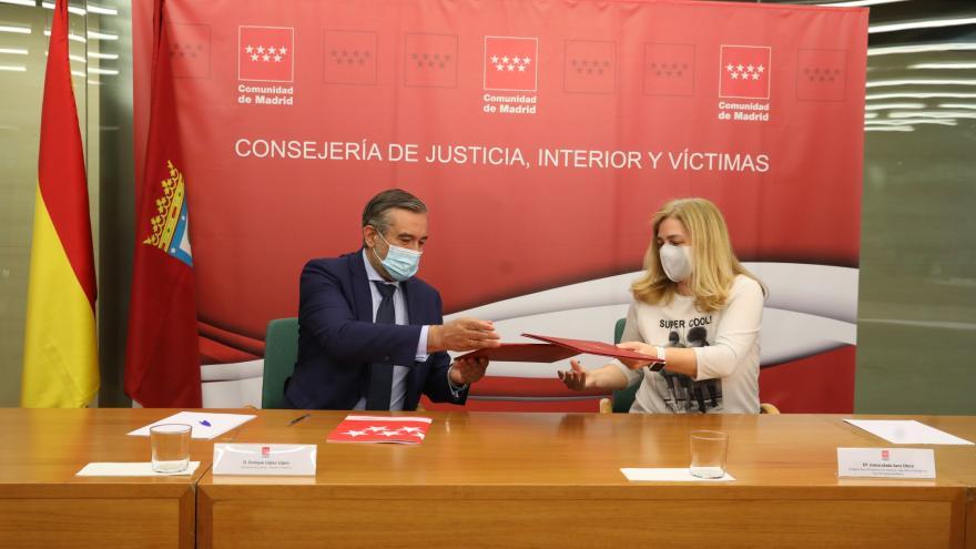 Enrique López durante la firma del nuevo convenio sobre emergencias con el Ayuntamiento de Madrid