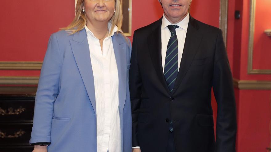 El presidente de la Comunidad de Madrid, Ángel Garrido, con la consejera de Transportes, Vivienda e Infraestructuras, Rosalía Gonzalo.