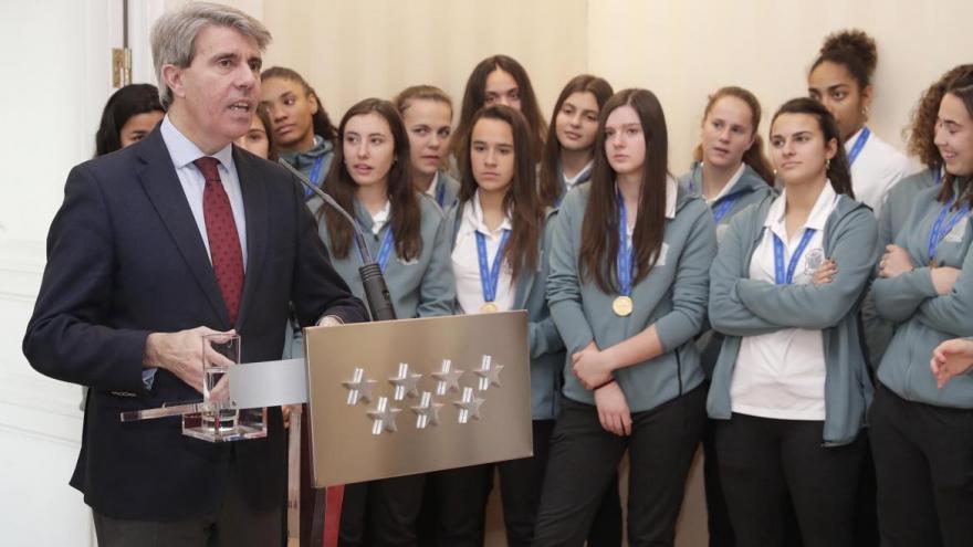 Garrido homenajea a la selección española femenina de fútbol Sub-17, campeona del mundo