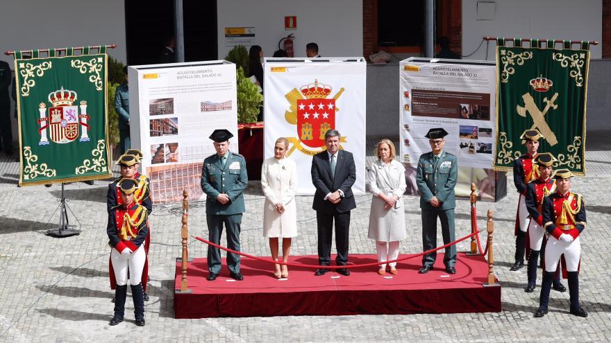 Cristina Cifuentes asiste a la toma de posesión del general jefe de la Guardia Civil