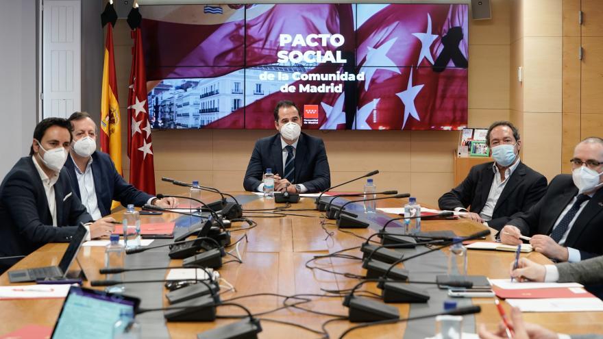 Ignacio Aguado durante la primera reunión del Grupo de Trabajo por la Reconstrucción Social