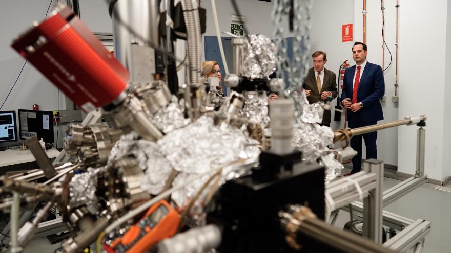 Ignacio Aguado visita al Instituto Madrileño de Estudios Avanzados en Nanociencia