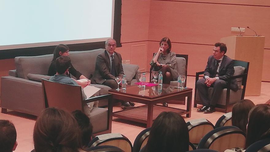 Rafael van Grieken en la Mesa redonda 'Ciencia y Educación'