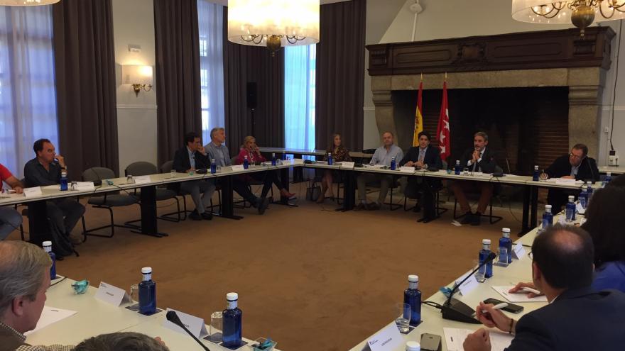Imagen de David Pérez durante la reunión con los alcaldes de la zona