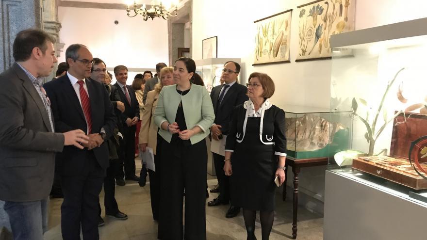 El consejero de Educación e Investigación, Rafael van Grieken, ha visitado el instituto San Isidro, considerado el más antiguo de España