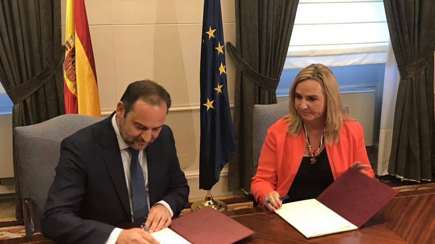 Gonzalo asiste a la firma del convenio entre Comunidad de Madrid y Ministerio de Fomento para la ejecución del Plan Estatal de Vivienda