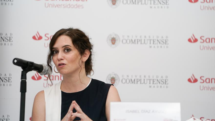 Isabel Díaz Ayuso durante la clausura de un curso de verano sobre autónomos de la Universidad Complutense