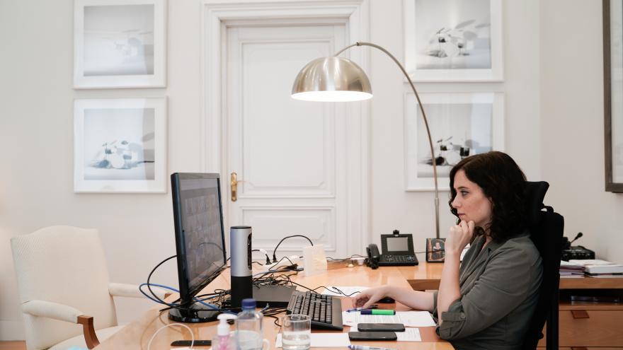 Isabel Díaz Ayuso en su despacho de la Real Casa de Correos
