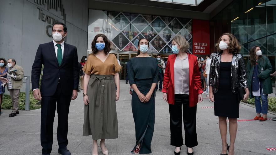 Isabel Díaz Ayuso asiste a un pase en los Teatros del Canal