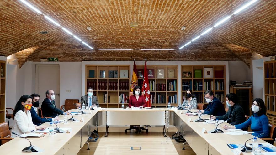 Isabel Díaz Ayuso se reúne con los grupos parlamentarios para presentarles la estrategia para la reactivación