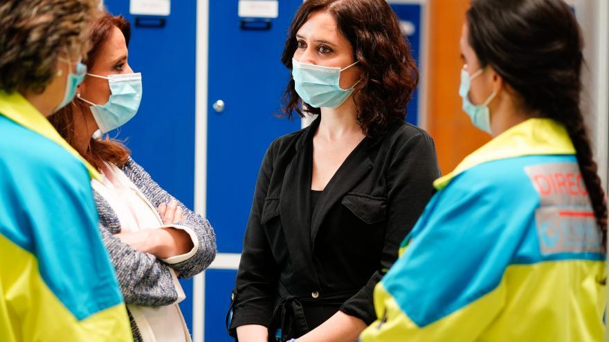 Isabel Díaz Ayuso durante su visita al hospital de IFEMA