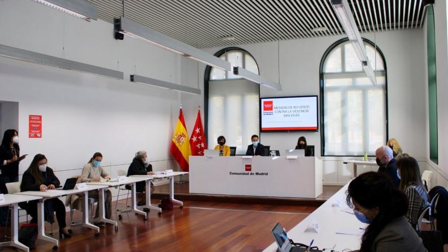 Javier Luengo durante la reunión del grupo de trabajo