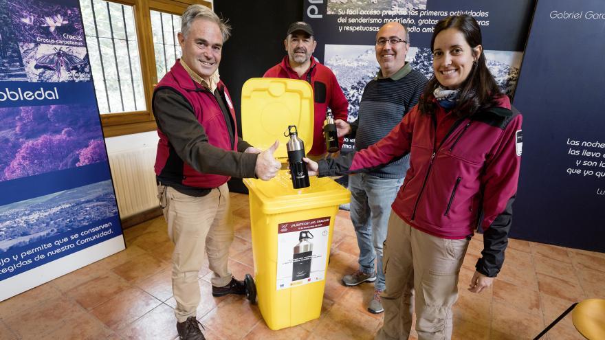La Comunidad de Madrid distribuye cantimploras a cambio de botellas plástico de un solo uso