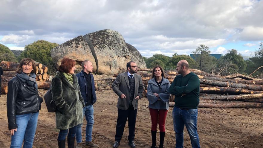 Manuel Giménez ha entregado los convenios a los alcaldes de Cadalso de los Vidrios, Cenicientos y Las Rozas de Puerto Real