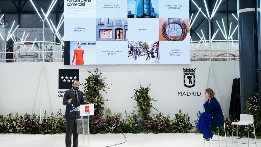 Manuel Giménez y Marta Rivera durante la presentación de 'Madrid Destino 7 Estrellas'