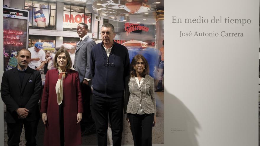 Marta Rivera durante la visita a la exposición