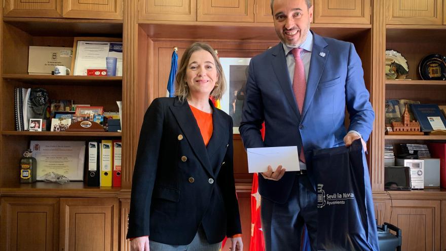 Marta Rivera visita Sevilla la Nueva