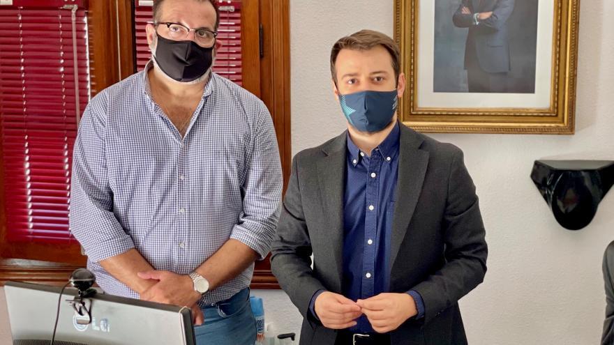 Nikolay Yordanov con el alcalde de Torrejón de Velasco