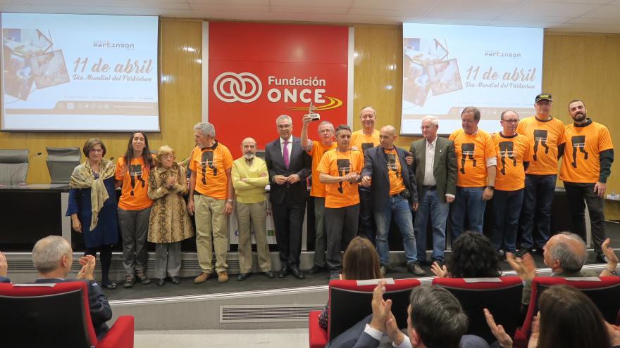 El consejero Carlos Izquierdo en la entrega de los premios al Reconocimiento de Parkinson.