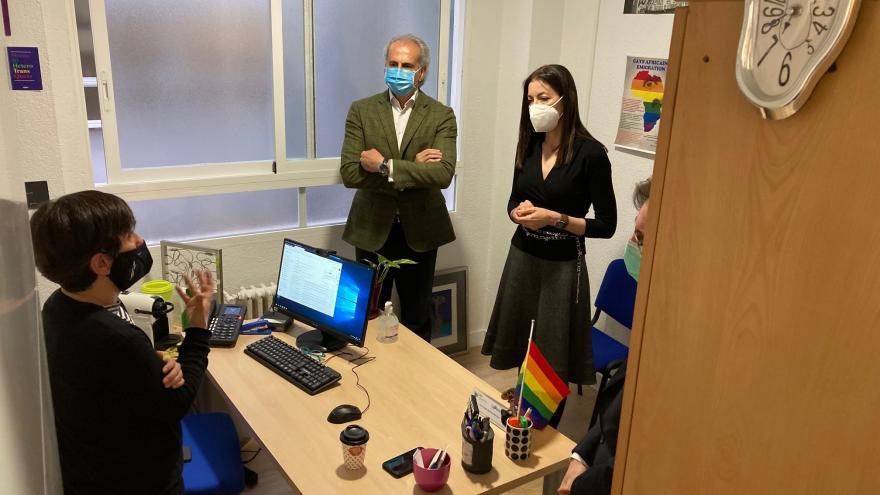La Comunidad de Madrid desarrolla el Programa de Información y Atención LGTBI, pionero en España.