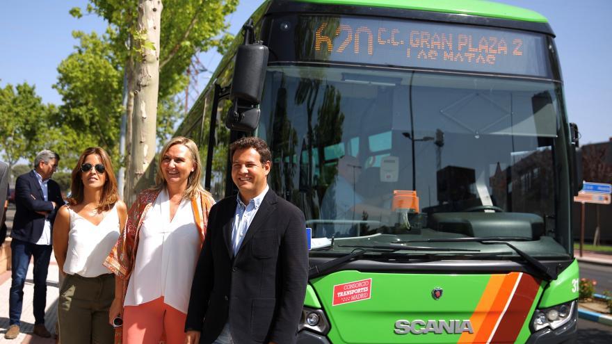 La consejera Gonzalo visita las Rozas para comprobar el funcionamiento de los cambios introducidos por el Consorcio Regional de Transportes