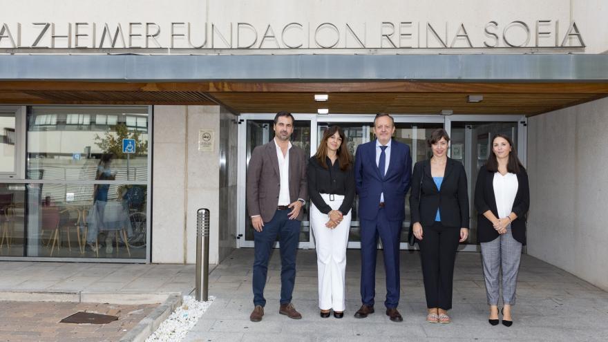 Imagen de Reyero durante la visita en el Centro Alzheimer Fundación Reina Sofía