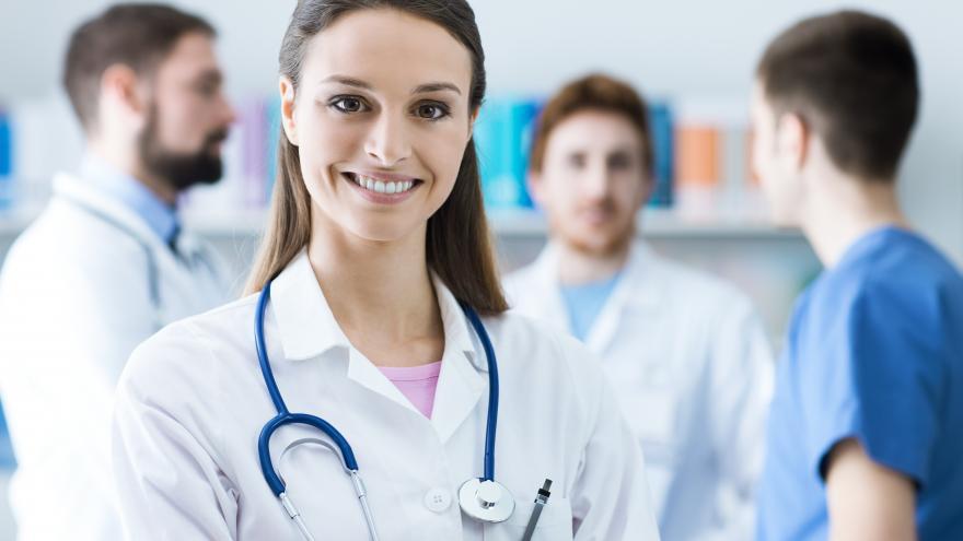Imagen de varios profesionales sanitarios