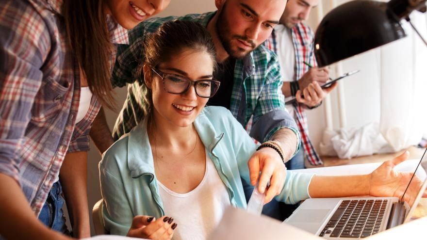 Imagen jóvenes trabajando
