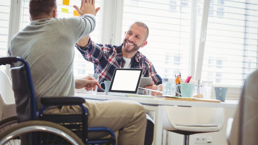 Imagen de discapacitado trabajando