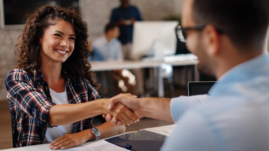 La Comunidad amplía las ayudas a la contratación de jóvenes menores de 30 años
