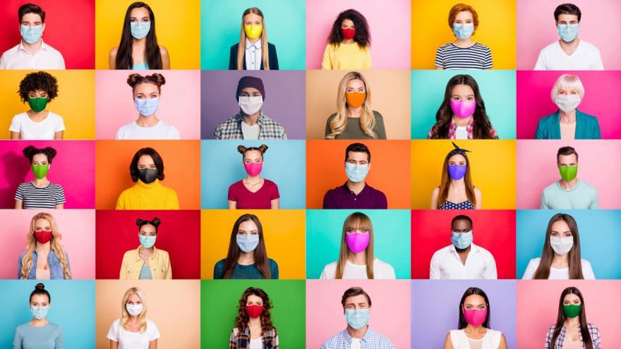 Fotos de muchas personas en colores