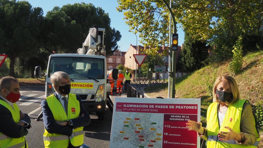 Mejoramos la iluminación en un centenar de pasos de peatones de la región