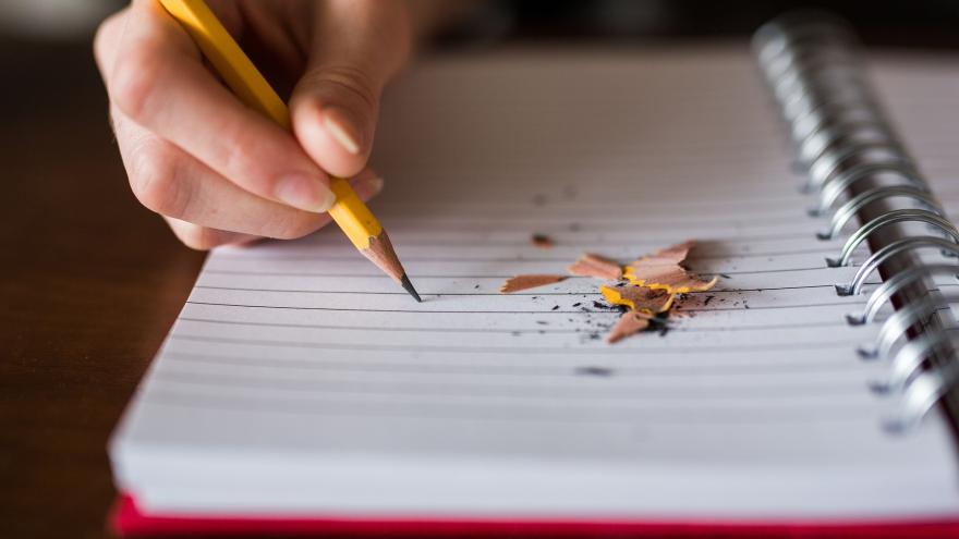 El absentismo escolar, como la falta de asistencia del alumno al centro educativo sin causa justificada y durante la edad de escolarización obligatoria, es un fenómeno complejo que requiere una intervención coordinada, interinstitucional y multidisciplina