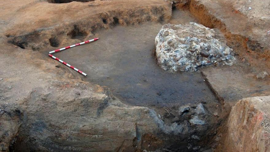 Primera fase de la excavación del pozo tardorromano en Móstoles