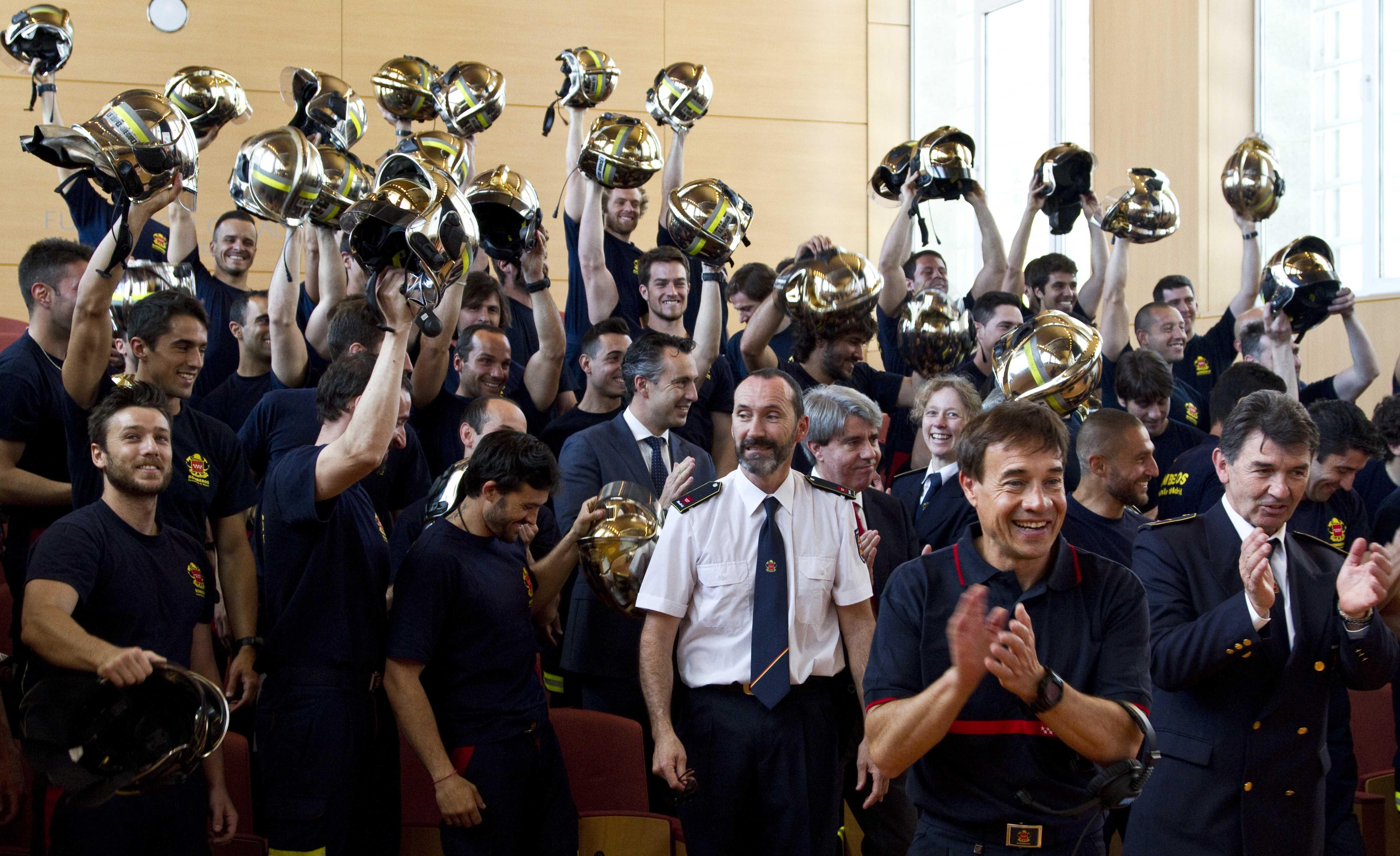 Entrega diplomas nuevos bomberos