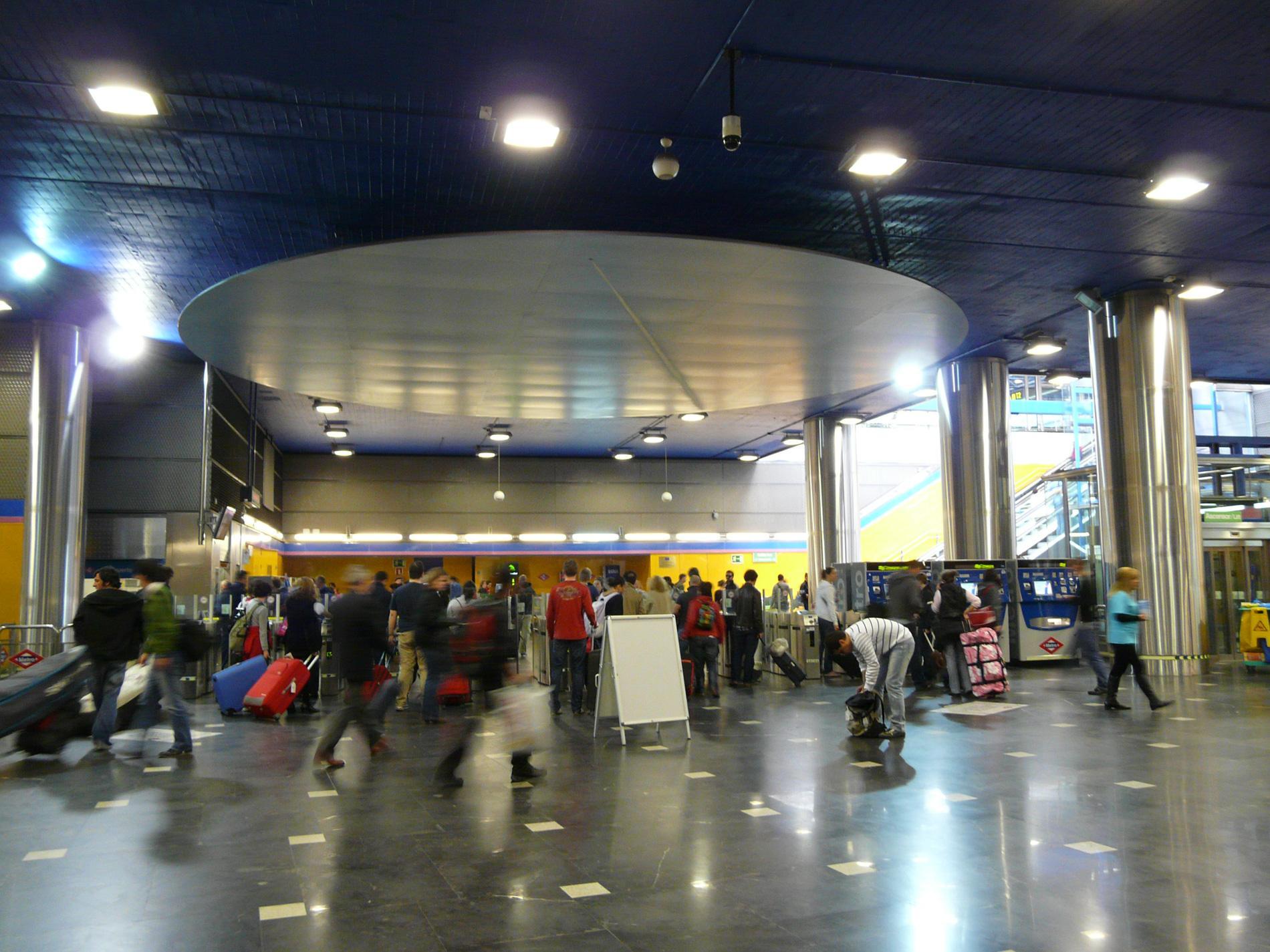 Vestíbulo de Metro de la estación Aeropuerto T1-T2-T3