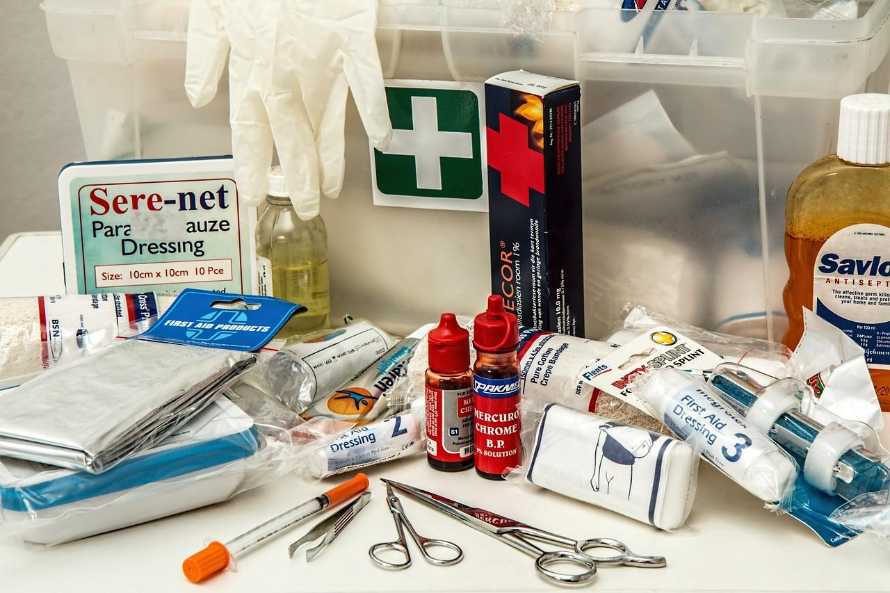 Tijeras, guantes y otros productos sanitarios