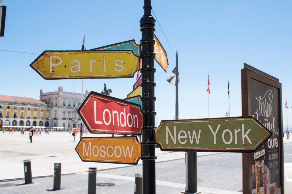 Carteles de señalización de ciudades