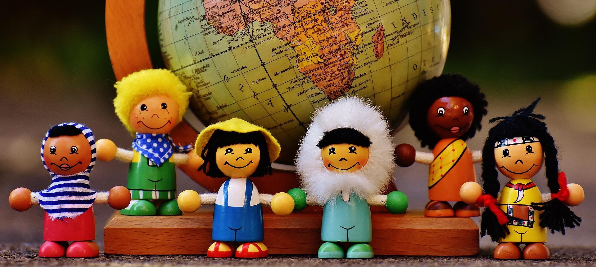 Muñecos de diversas nacionalidades