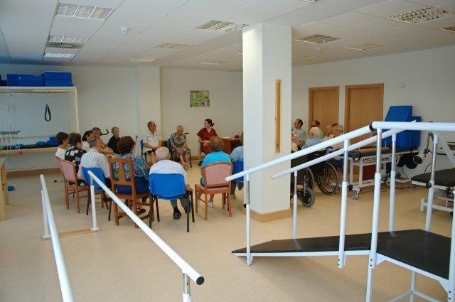 Grupo personas en un centro de día