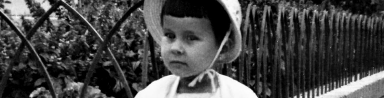 Foto de niña con sombrero
