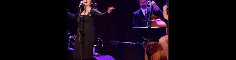 imagen en la que se ve a Indigo Jazz en el escenario