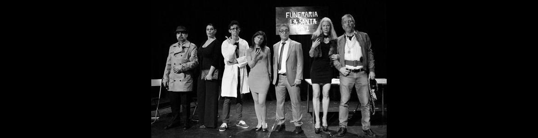 Compañía de teatro aficionado Usted Perdone representando el espectáculo La Santa Paz