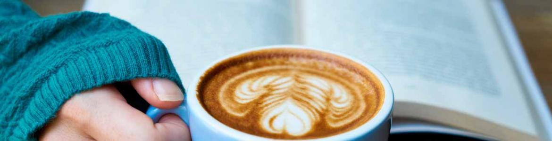 leer-con-un-buen-cafe.jpg
